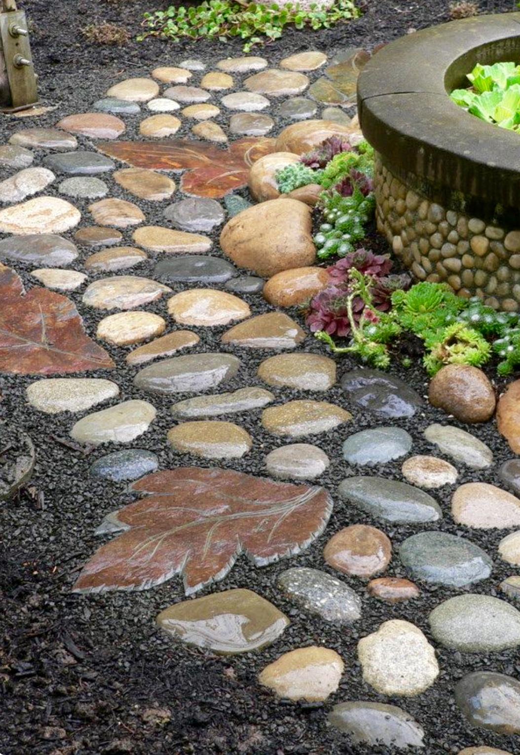 Как сделать из речного камня двор